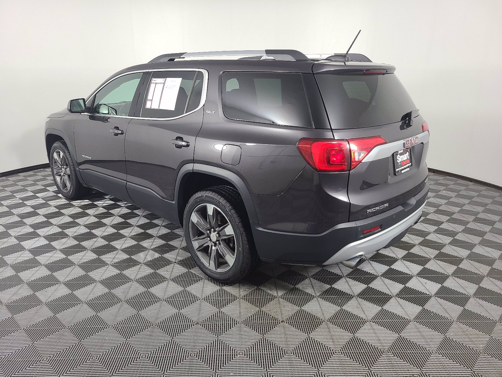 Pre-Owned 2017 GMC Acadia SLT