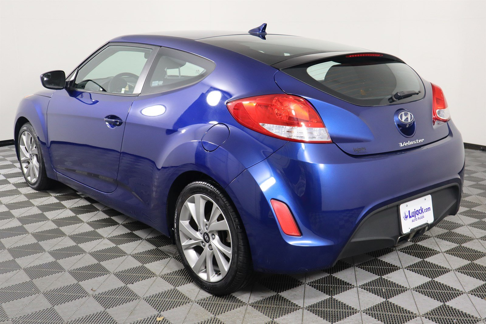 Certified Pre-Owned 2016 Hyundai Veloster Base